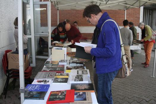 Vente de livres photo, librairie Lucioles, samedi 11 mars 2017, Givors © Stimultania
