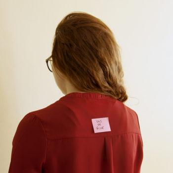 Étude#3, physionomie et étiquetage, spécimen fille, le dos © Inès avec Stimultania