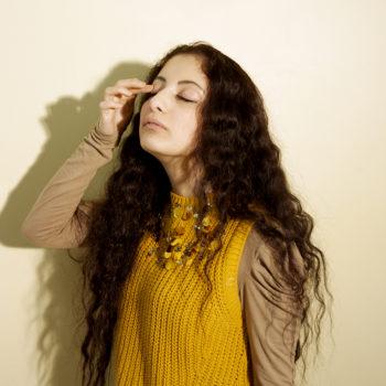 Étude#9, gestuelle, spécimen fille, le matin © Yamina avec Stimultania