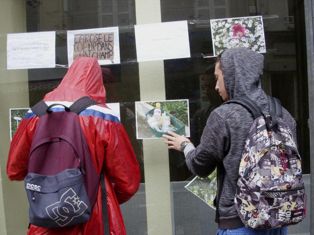 Affichage et déambulation, centre ville de Givors, lycéens participants projets Eurêka