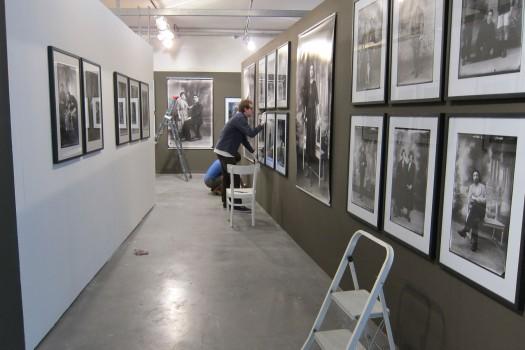 Montage de l'exposition Norbert Ghisoland © Mary van Eupen